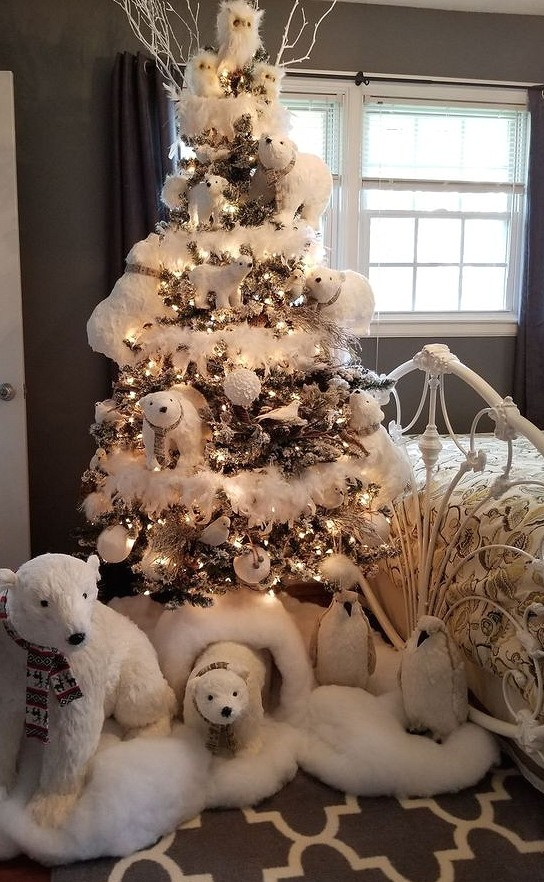 40+ Best Christmas Tree Decor Ideas & Inspirations for 2019 christmas tree ideas, christmas tree decoration trends 2019 #christmastreeideas