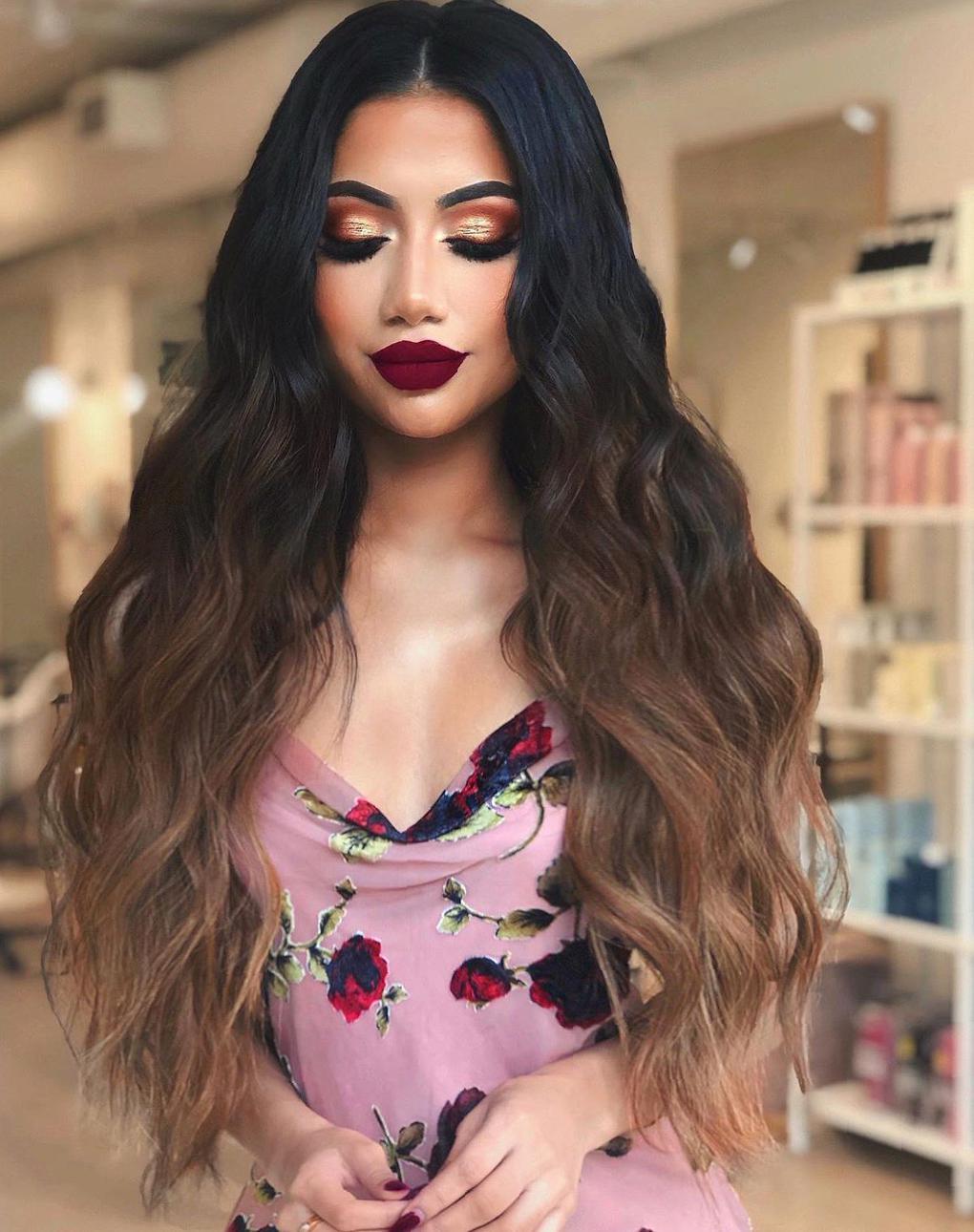 37 Makeup Looks Match Your Curls To Capture The Sight makeup looks,makeup with curls,daily makeup,makeup match to hairstyle,mature makeup,charming makeup,prom makeup,elegant makeup